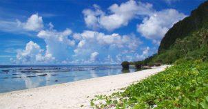 グアムの透明な海で遊ぶ!<タンギッソンビーチ>は穴場です。 Tanguisson Beach.
